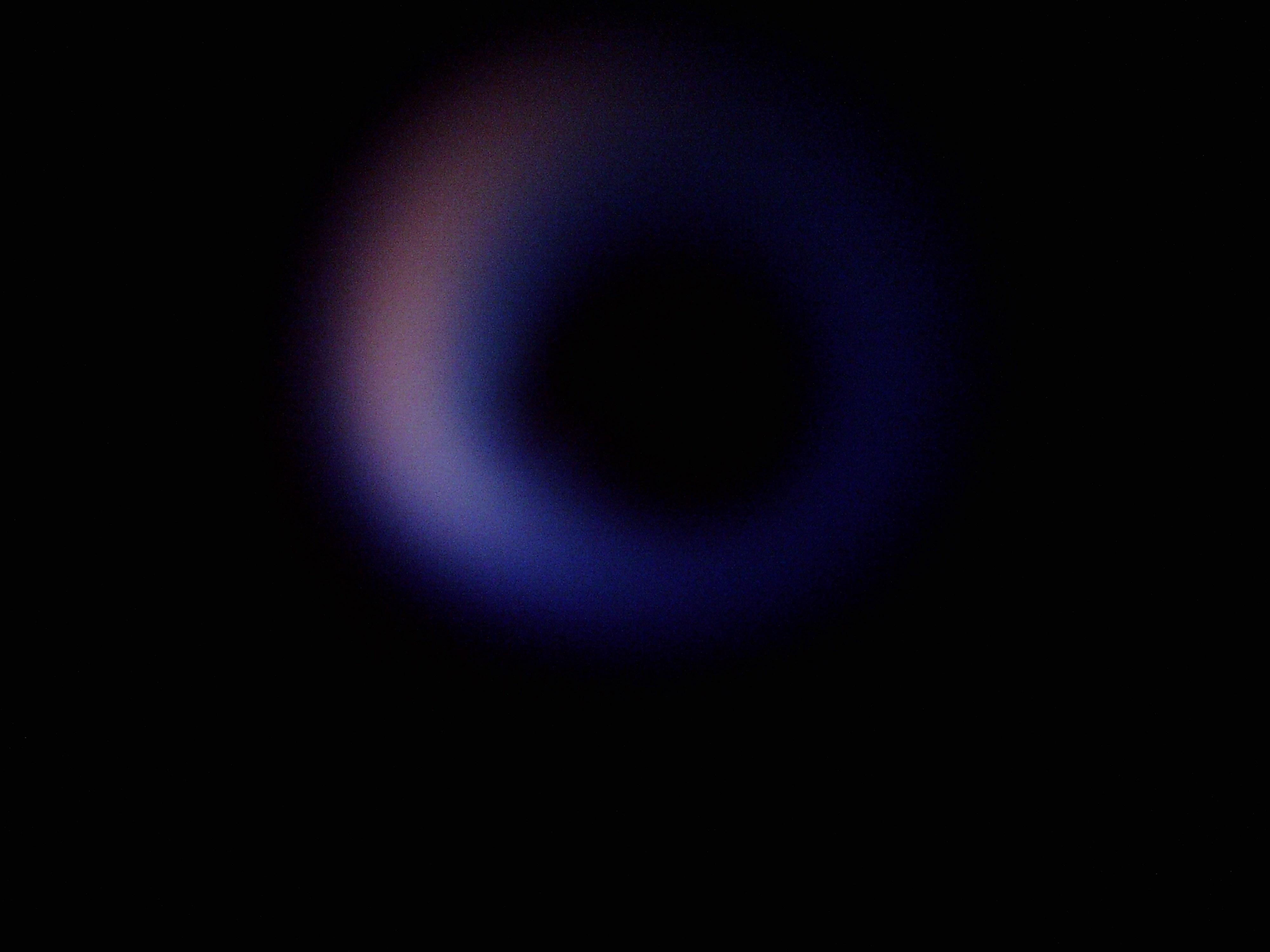 Pełnowymiarowy, niebieski płomyk pod szybką