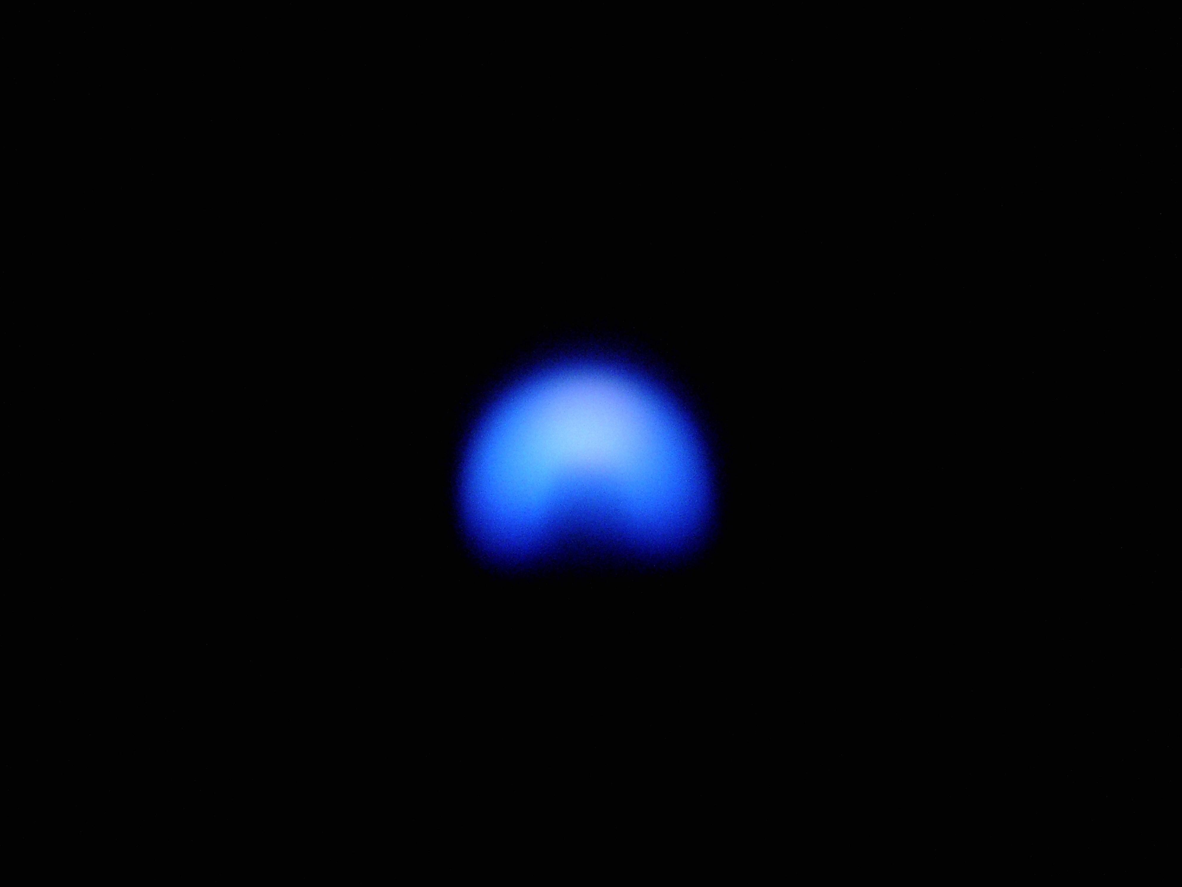 Ziemski, błękitny płomyk świeczki
